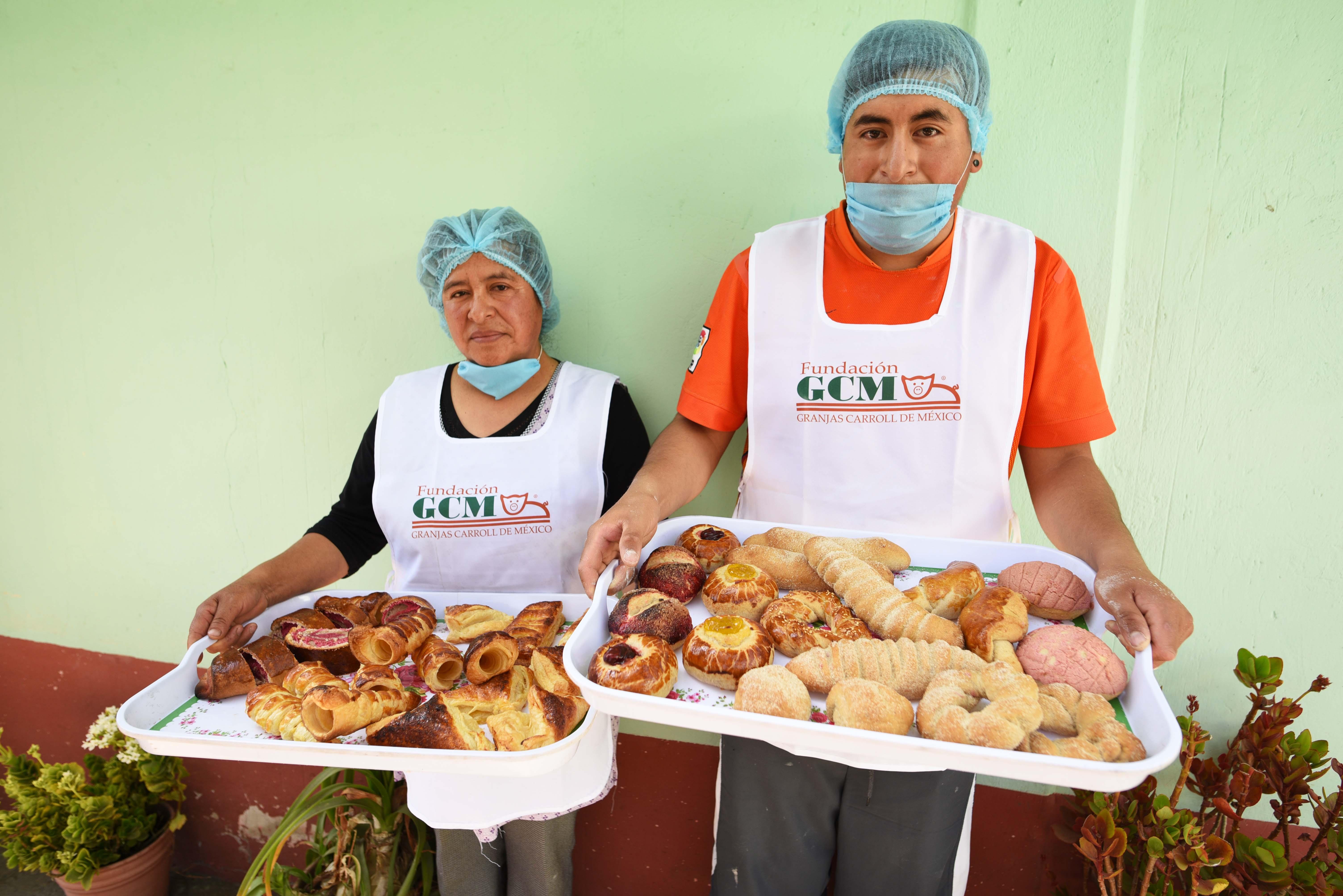 Impulsa GCM curso y familia establece panadería casera para fortalecer su economía