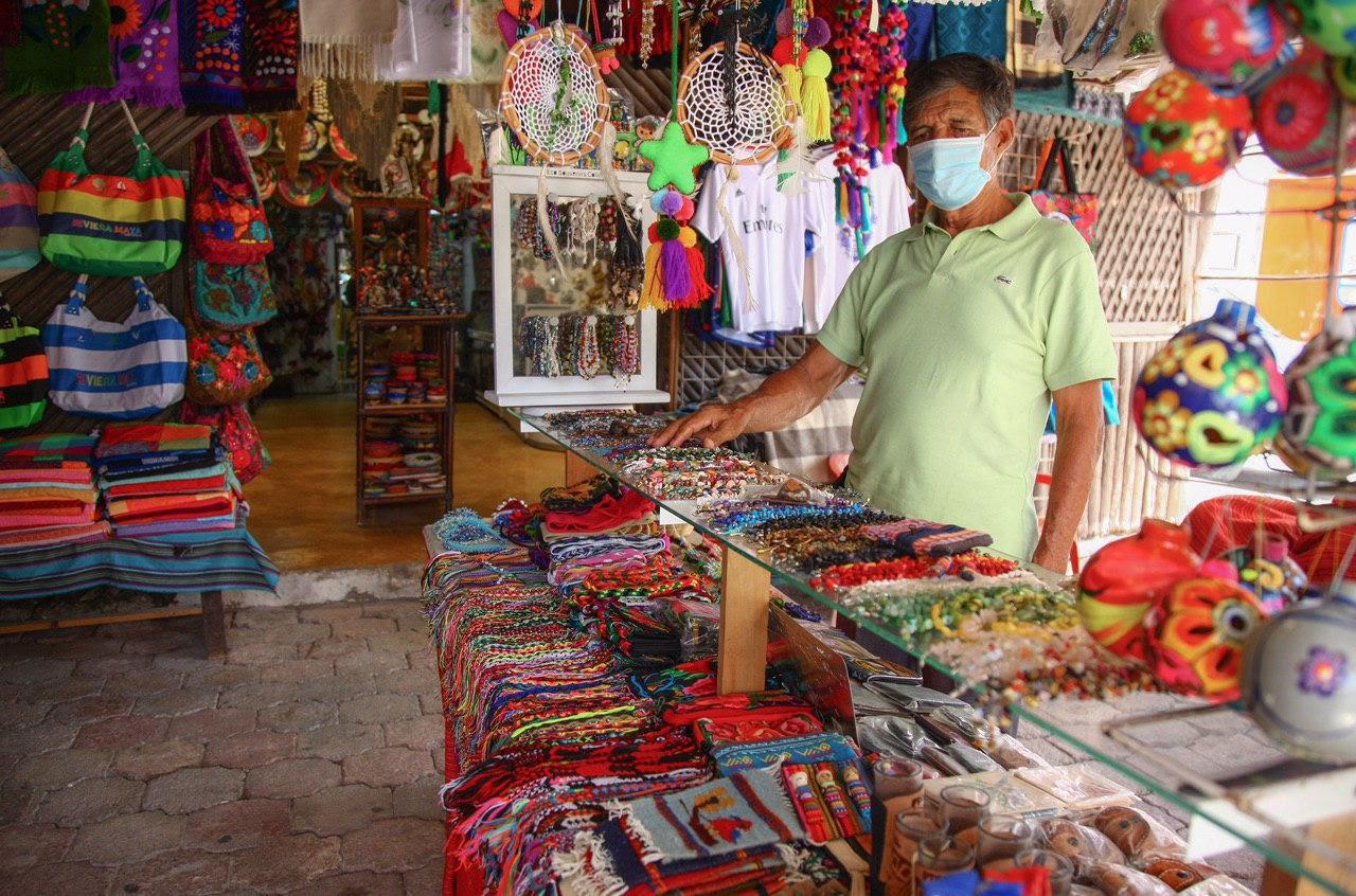 Continúa reactivación económica de Puerto Morelos de forma ordenada: Laura Fernández
