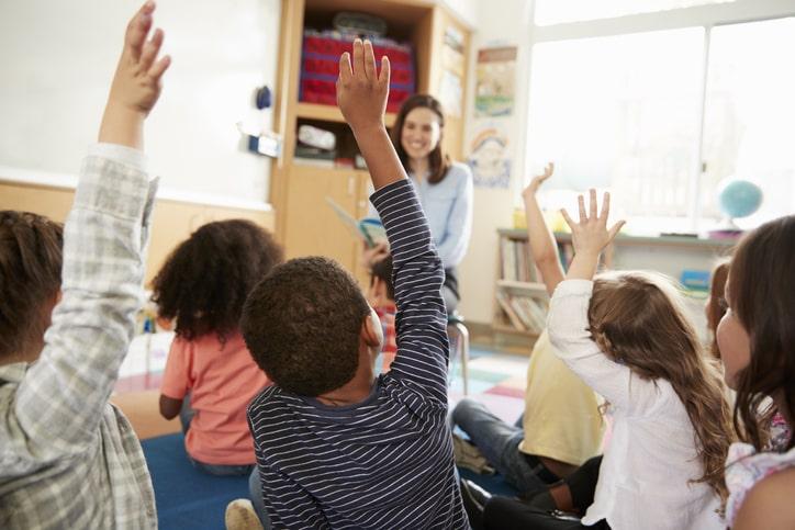¿Cómo debería ser la educación mixta presencial y en línea en las escuelas?