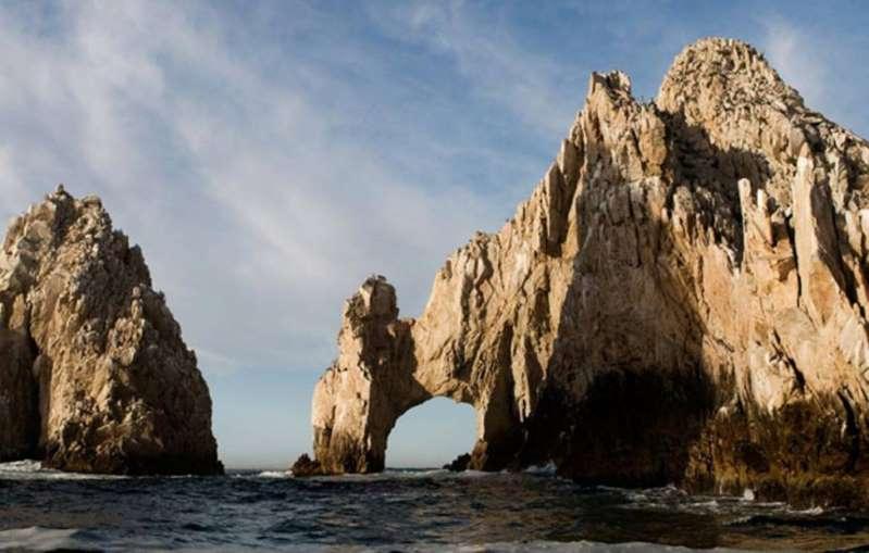 Llegan primeros turistas extranjeros a Los Cabos