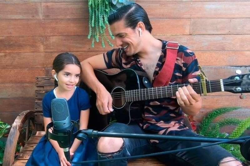 Aitana, la menor de los Derbez, le entra a la música y video logra millones