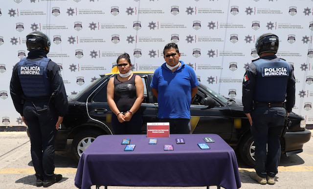 En acción relámpago, detuvo policía municipal de Puebla a pareja por robo a sucursal de SAM'S club vía capu