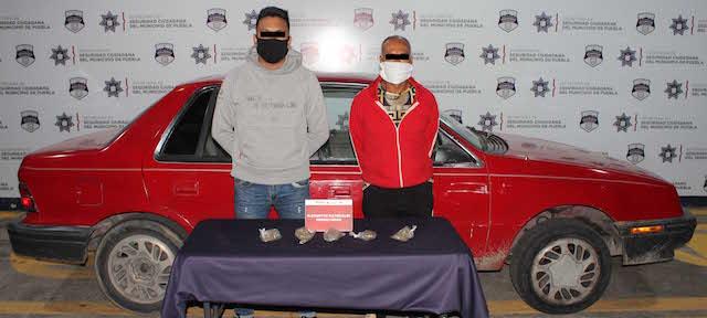 Detuvo policía municipal de Puebla a dos hombres presuntamente dedicados al robo de vehículo!