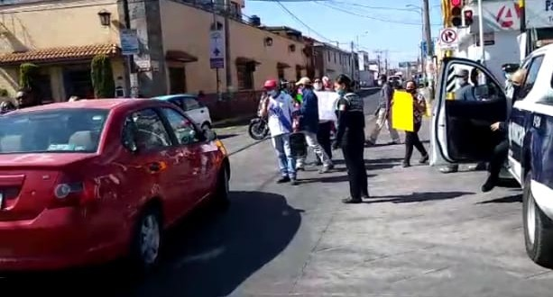"""Video desde Puebla: Policía de Huejotzingo """"consiente"""" y libera a sujeto de 45 años que golpeó a un niño de 11"""