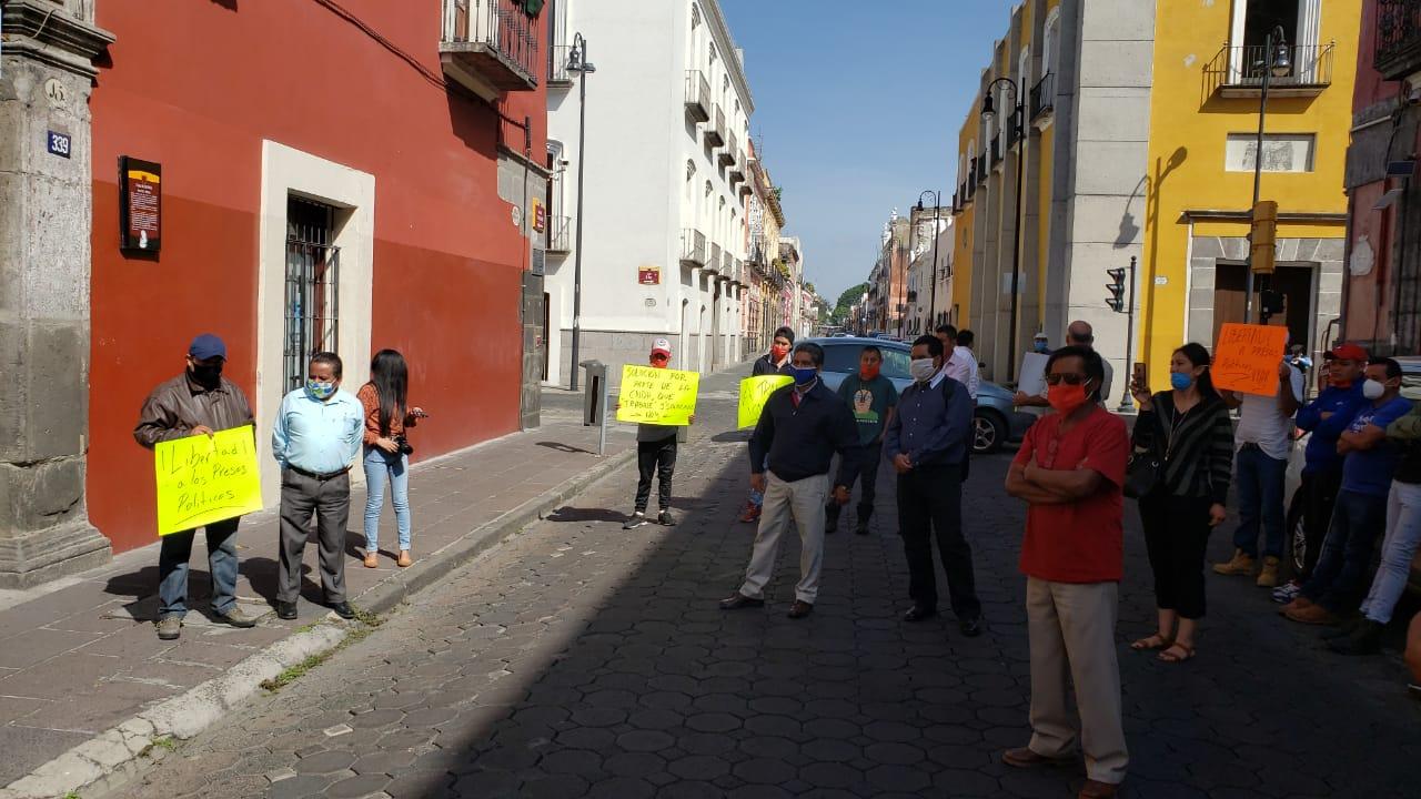 Integrantes del Observatorio Ciudadano Laboral Poblano clausuraron simbólicamente la CDHEP