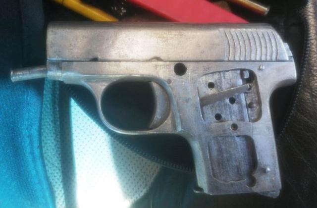 Desde Tlaxcala: SSC detiene en Hueyotlipan a dos sujetos y asegura un arma de fuego