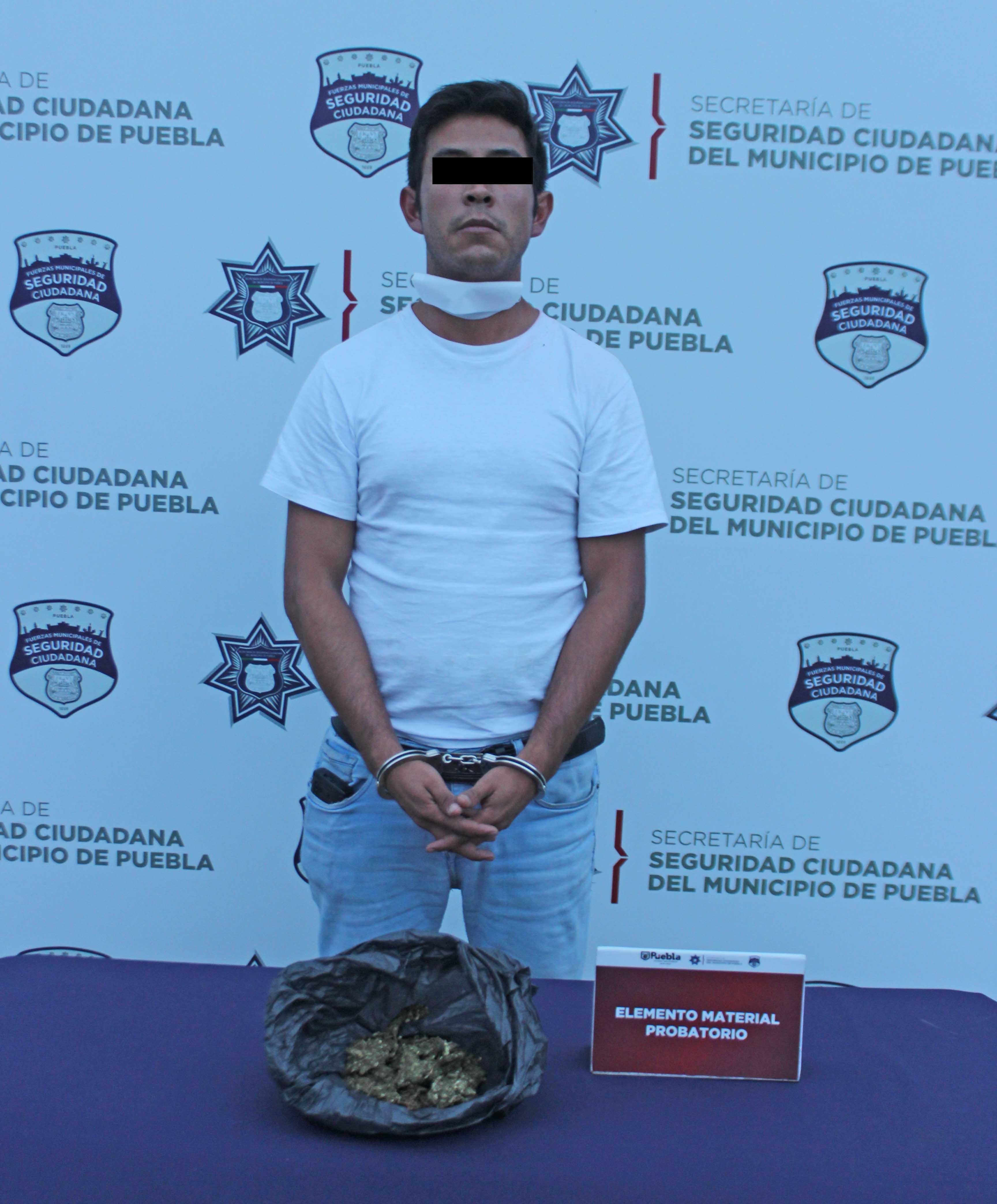 En acciones diferentes, detuvo Policía Municipal de Puebla a dos hombres en posesión de posible droga.