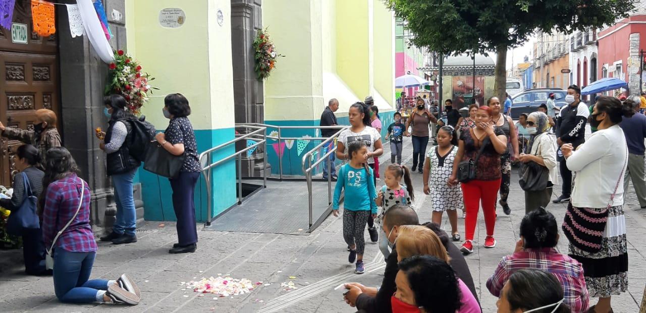 Video desde Puebla: Creyentes del Señor de las Maravillas se olvidan del Coronavirus y atiborran el templo de Santa Mónica