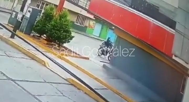 Video desde Puebla: Ratero muere de un balazo en la nalga luego de enfrentarse a policías de Texmelucan