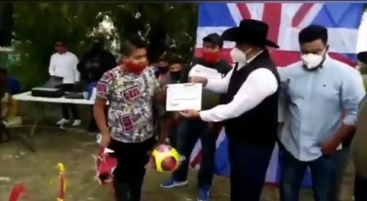 Video desde Puebla: Sin cubreboca ni sana distancia, edil de Los Reyes de Juárez permite concurso de papalotes