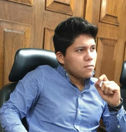En el Senado de la República: Nombran a Víctor Torres jefe de Atención Ciudadana