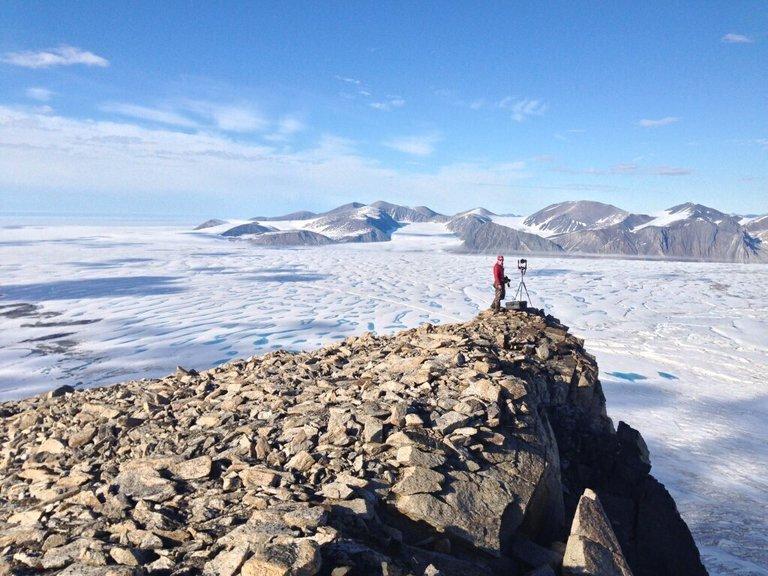 Colapsó la última plataforma intacta de hielo en Canadá: enormes icebergs quedaron a la deriva