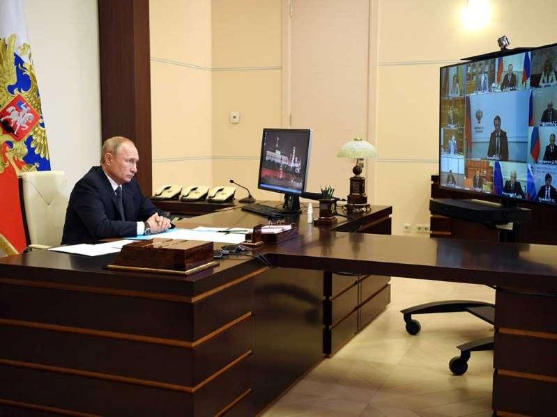 Putin anuncia triunfalmente la certificación de la primera vacuna mundial contra la Covid-19