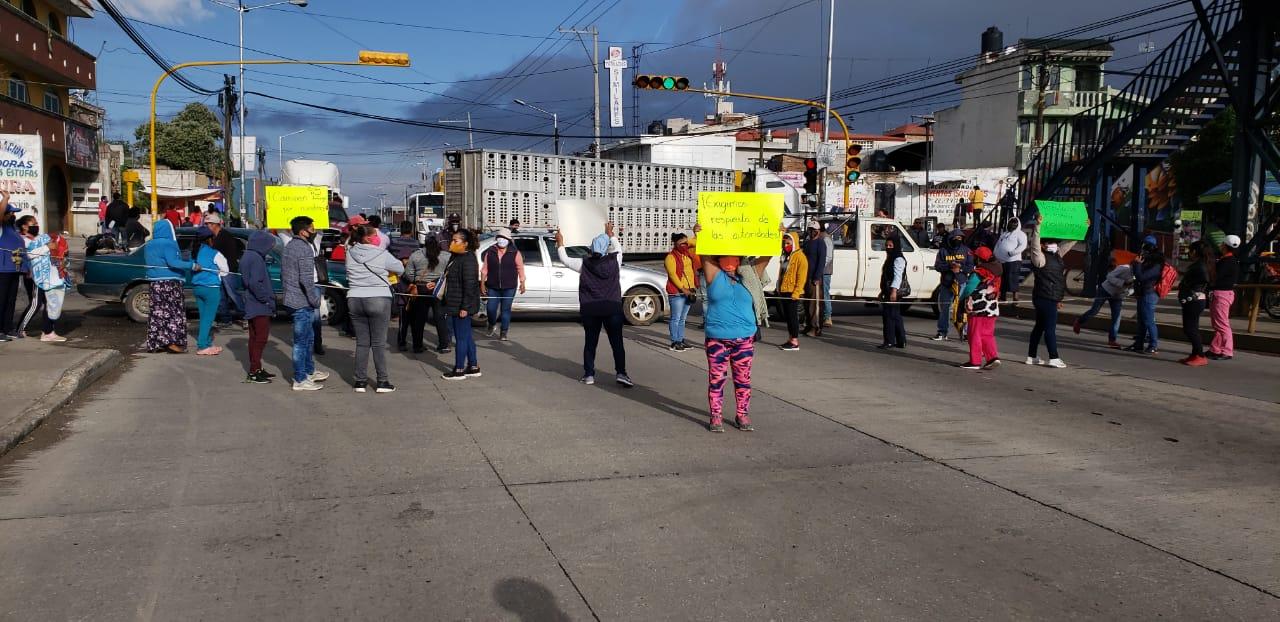 Video desde Puebla: Vecinos de Amozoc bloquean la federal a Tehuacán