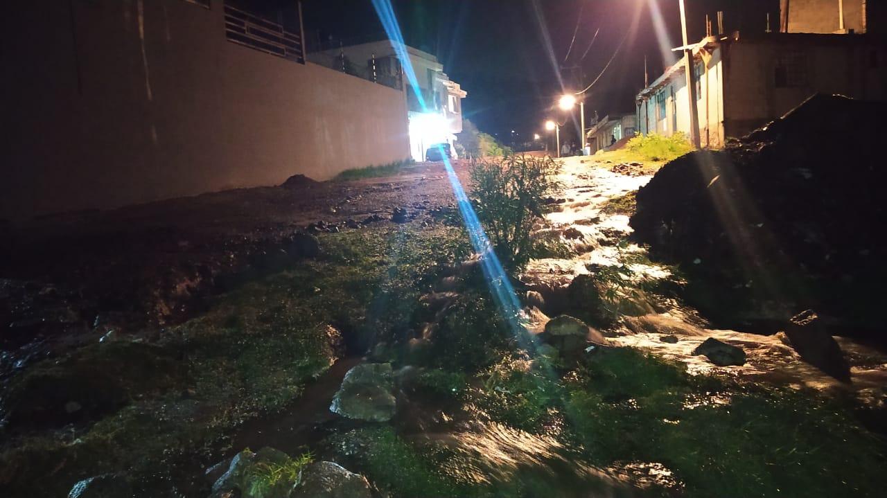 Vecinos de la colonia Nuevo México en Flor del Bosques amargan con cerrar el Periférico luego de los malas obras en citada colonia