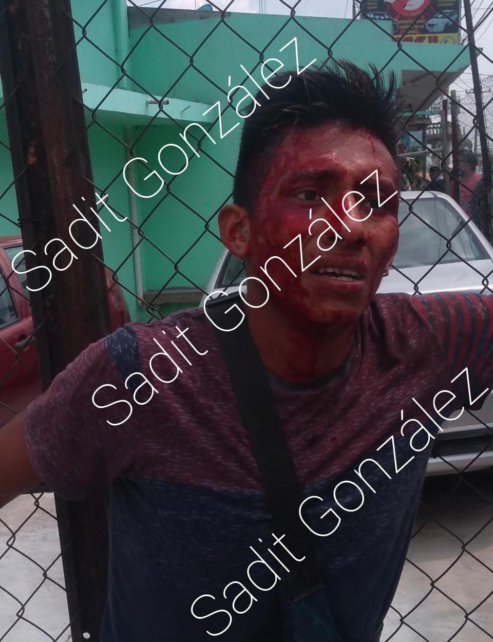 Casi linchan a presunto ladrón que tomaba fotos a casas en San Pablo Xochimehuacan