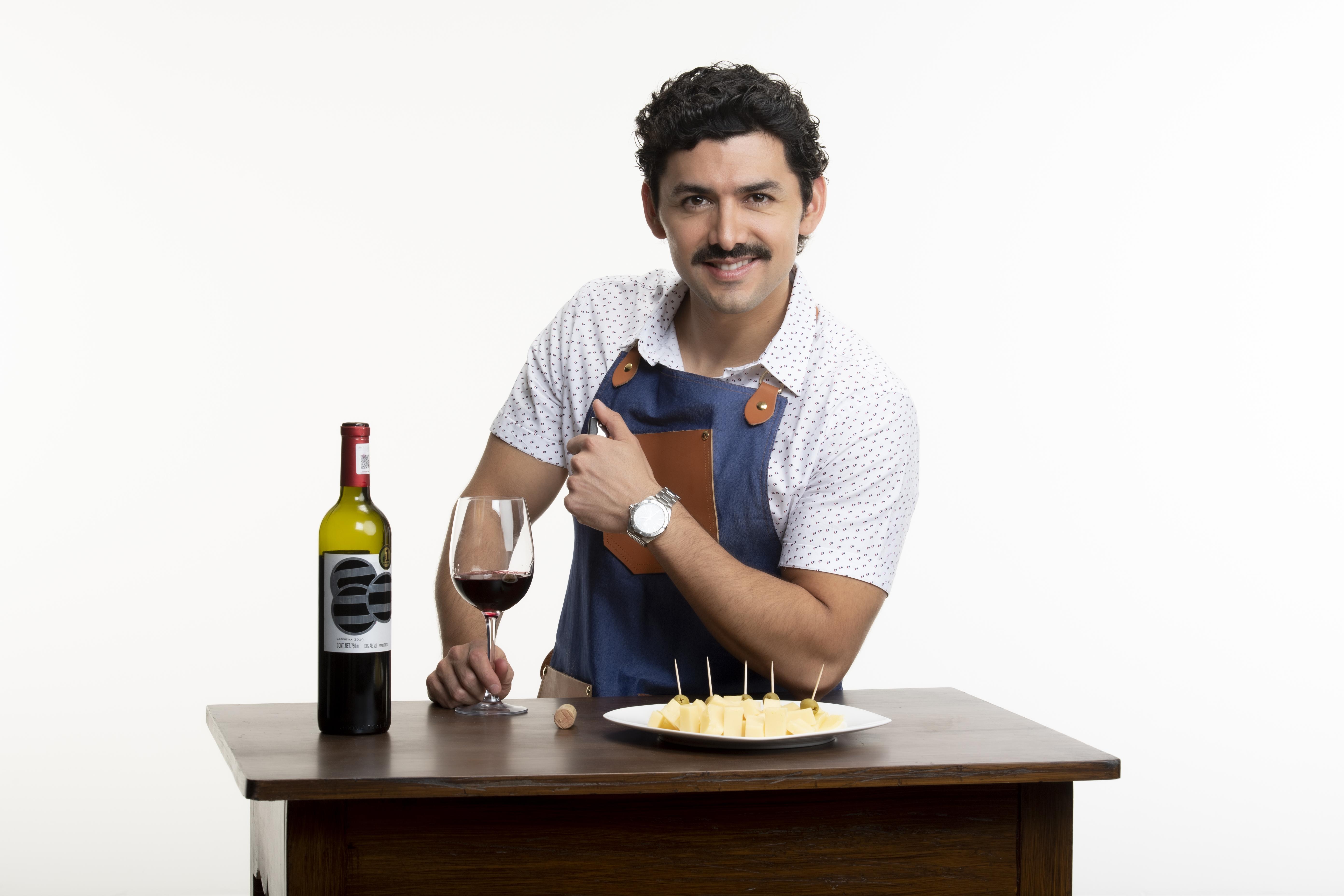 """Entrevista a Miguel Martínez, quien da vida a Ignacio Santoyo de la Mora en la telenovela """"La Mexicana y el Güero"""""""