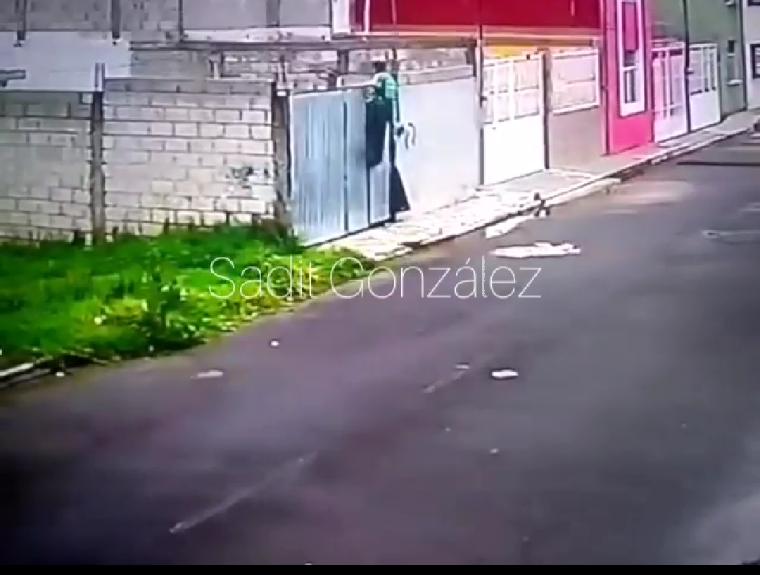 Graban a ladrón brincandose a una casa de Chachapa para saquearla
