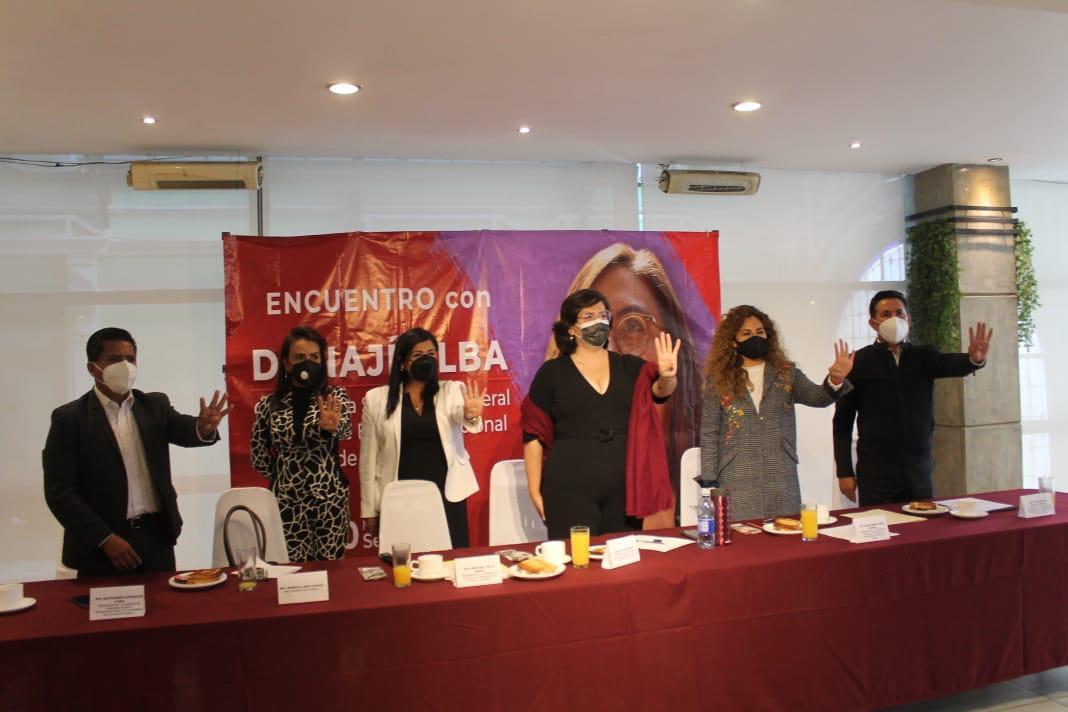 Donají Alba Arroyo pide considerar la propuesta de Mario Delgado al frente de Morena