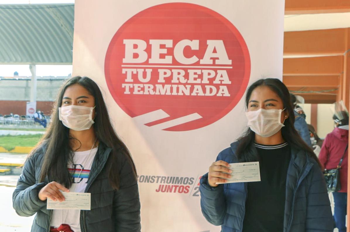 """En Contla fueron entregadas 275 becas """"Tu Prepa Terminada"""""""