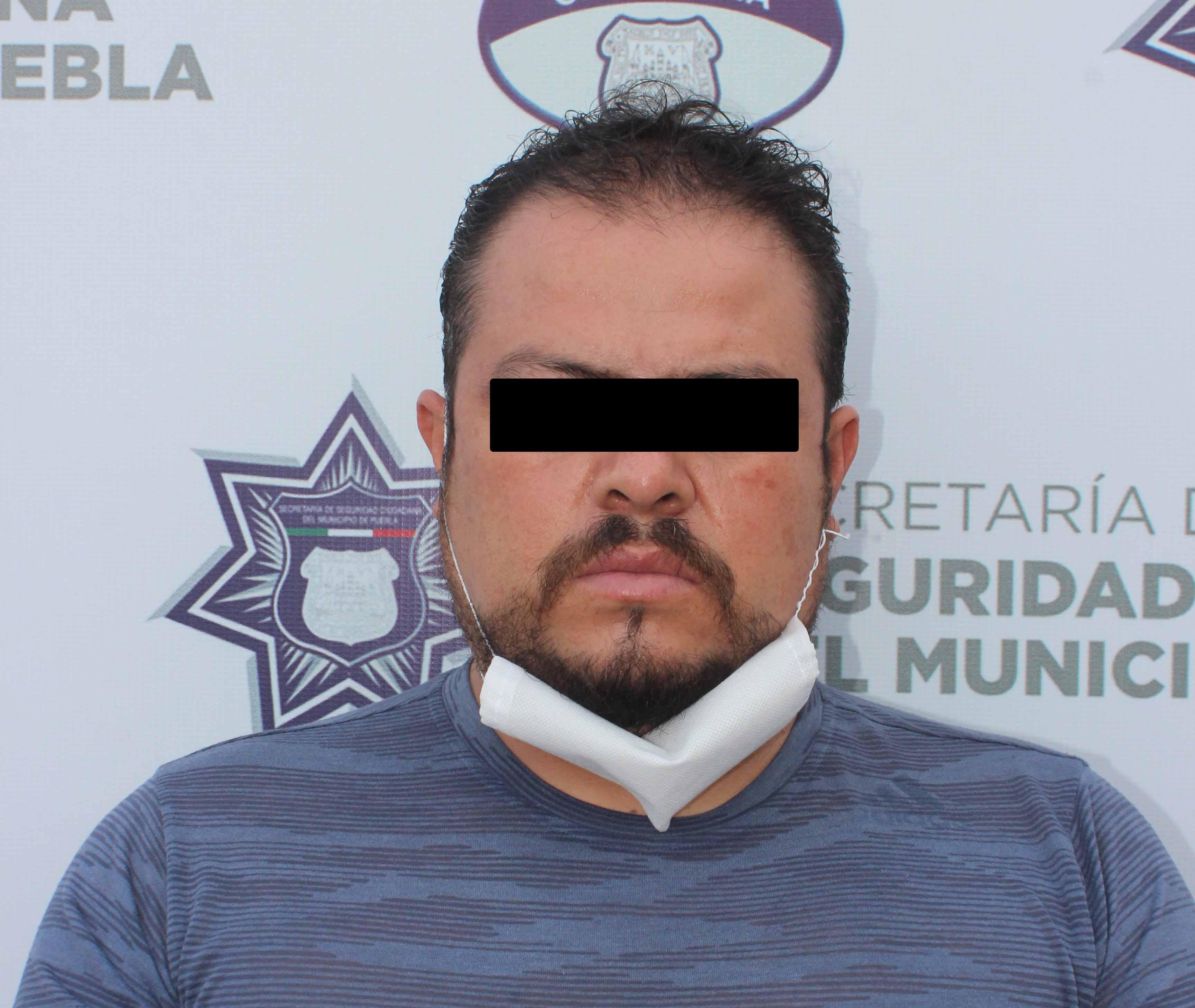 Detuvo Policía Municipal a dos hombres por robo a transeúnte.
