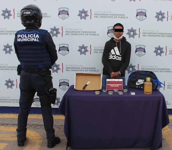 Detuvo policía municipal de Puebla a probable asaltante de tiendas OXXO