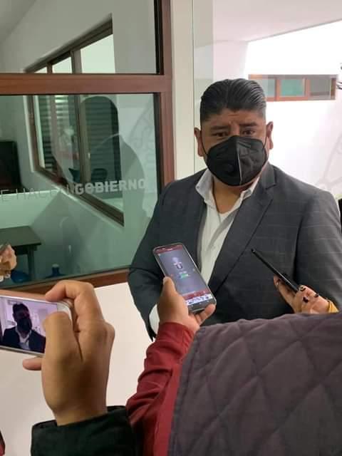 """En """"stand by"""" obras heredadas por irregularidades financieras, dice regidor Roberto Maxil"""