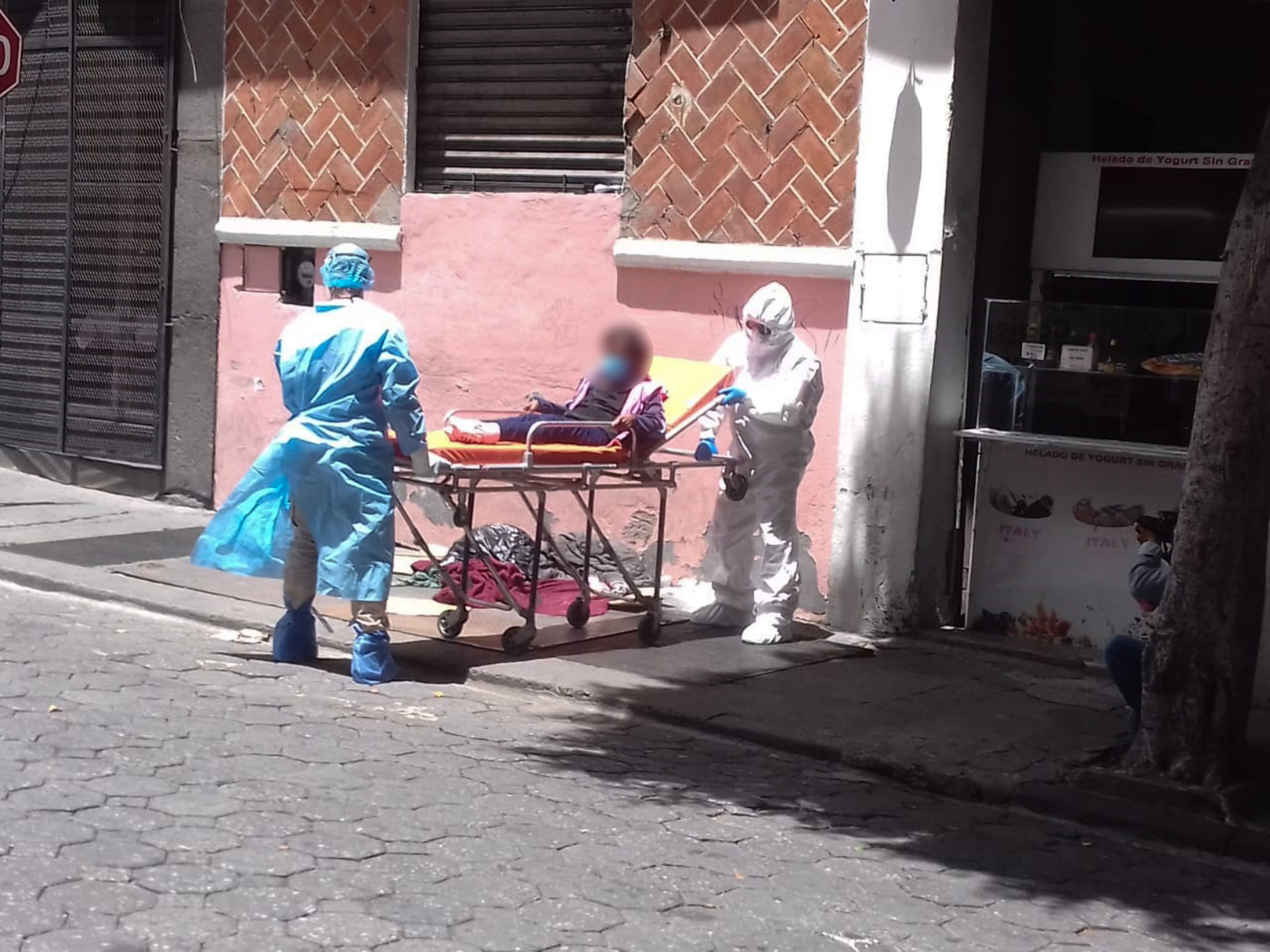 Sedif atiende a persona en situación de calle que tenía problemas de salud