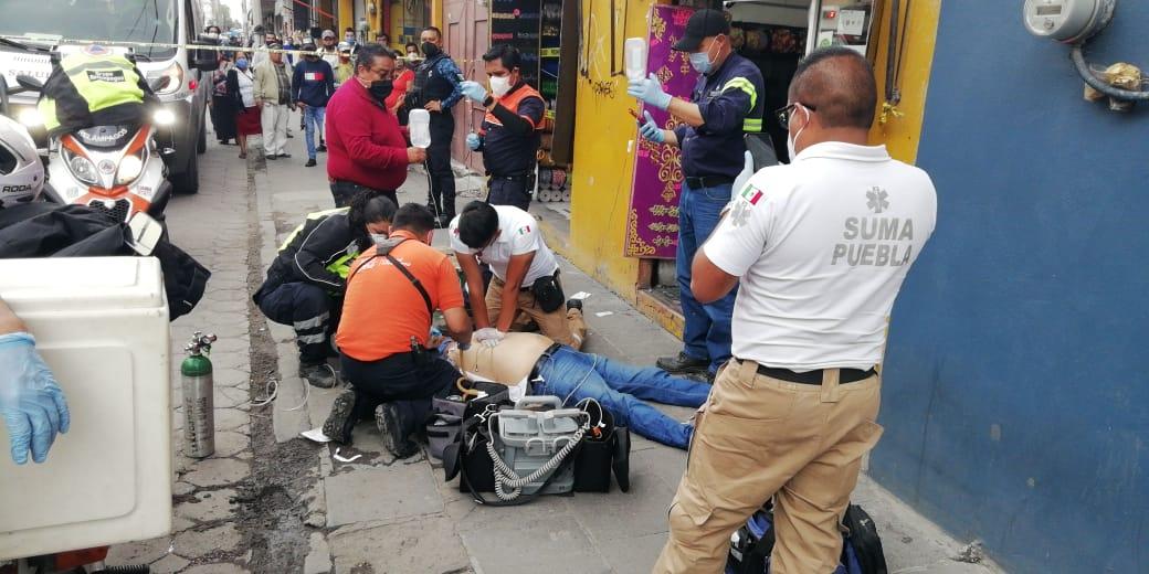 Hombre de la tercera edad falleció por un aparente paro cardíaco en el Centro de la ciudad de Puebla