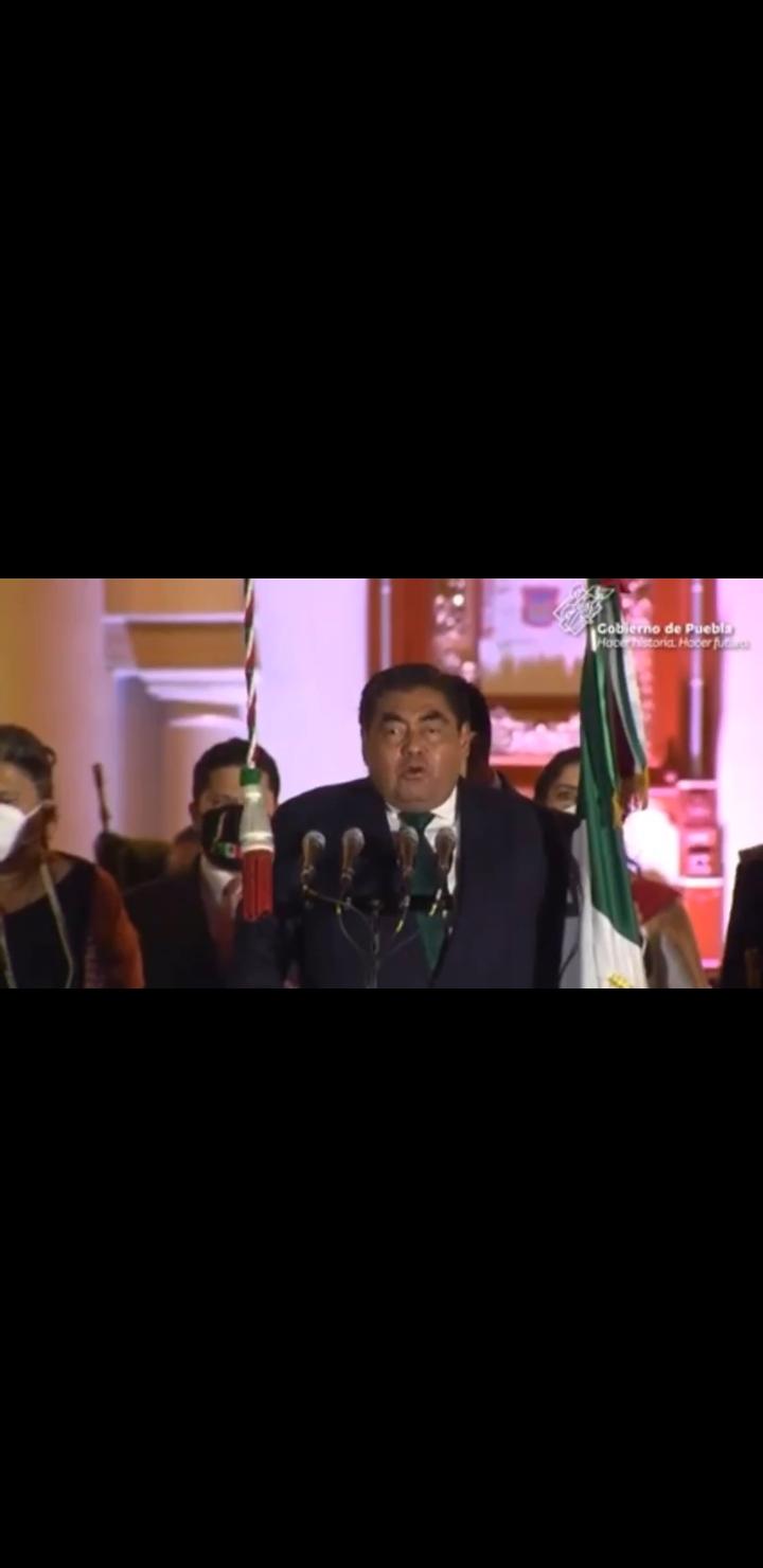Video desde Puebla: Gobernador Barbosa y Claudia Rivera dan sendos Gritos de Independencia en el Palacio Municipal