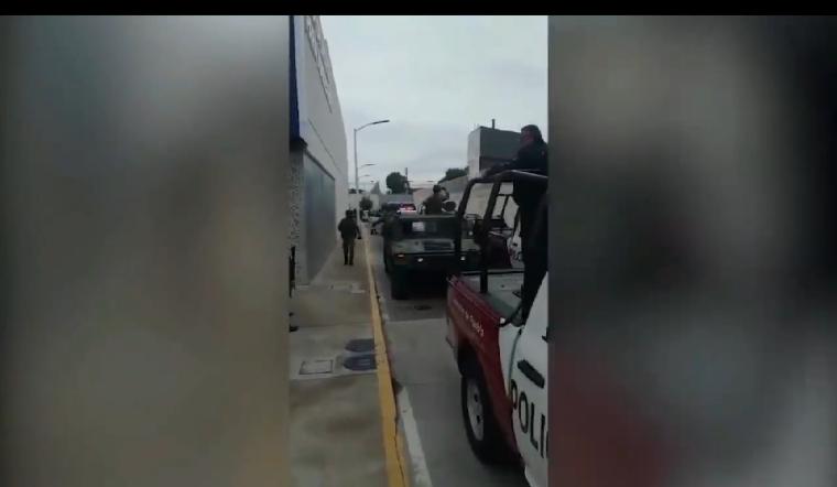 Despliegan operativo para trasladar a 28 reos sobrevivientes de Covid-19 a penales de Puebla