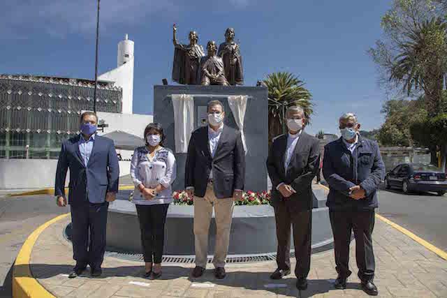 Encabeza Marco Mena develación de monumento en Honor a los niños mártires de Tlaxcala