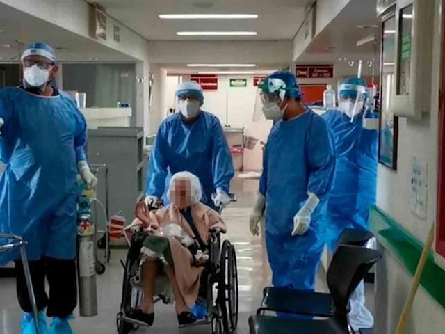 Mujer de 103 años se recupera de covid en hospital del IMSS