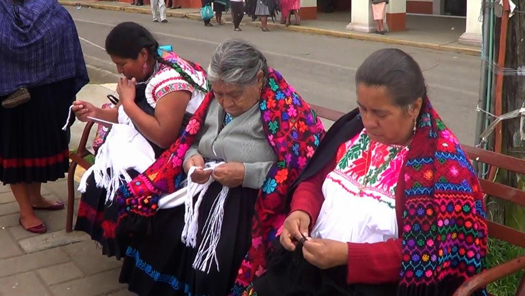 Pide Josefina García que los bordados de Hueyapan sean declarados Patrimonio Cultural Intangible