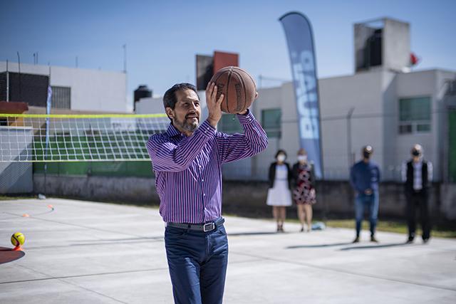 Rector Alfonso Esparza Ortiz inaugura cancha de usos múltiples del Bachillerato Internacional 5 de Mayo