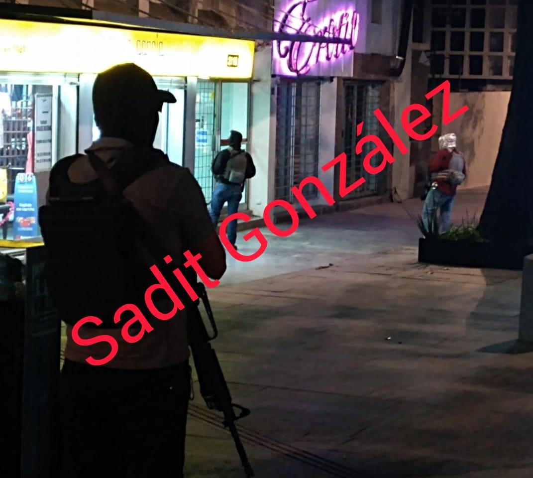 Fiscalía catea domicilio en la Avenida Juárez, hay un detenido