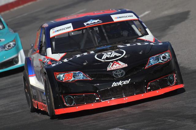 Rubén Rovelo rescata podio para continuar en la cima de NASCAR México