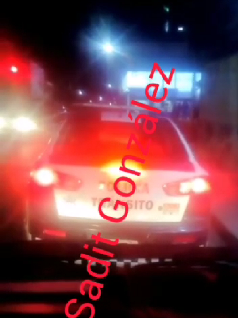 Aquí el video de una patrulla de tránsito municipal de Amozoc pasándose un alto