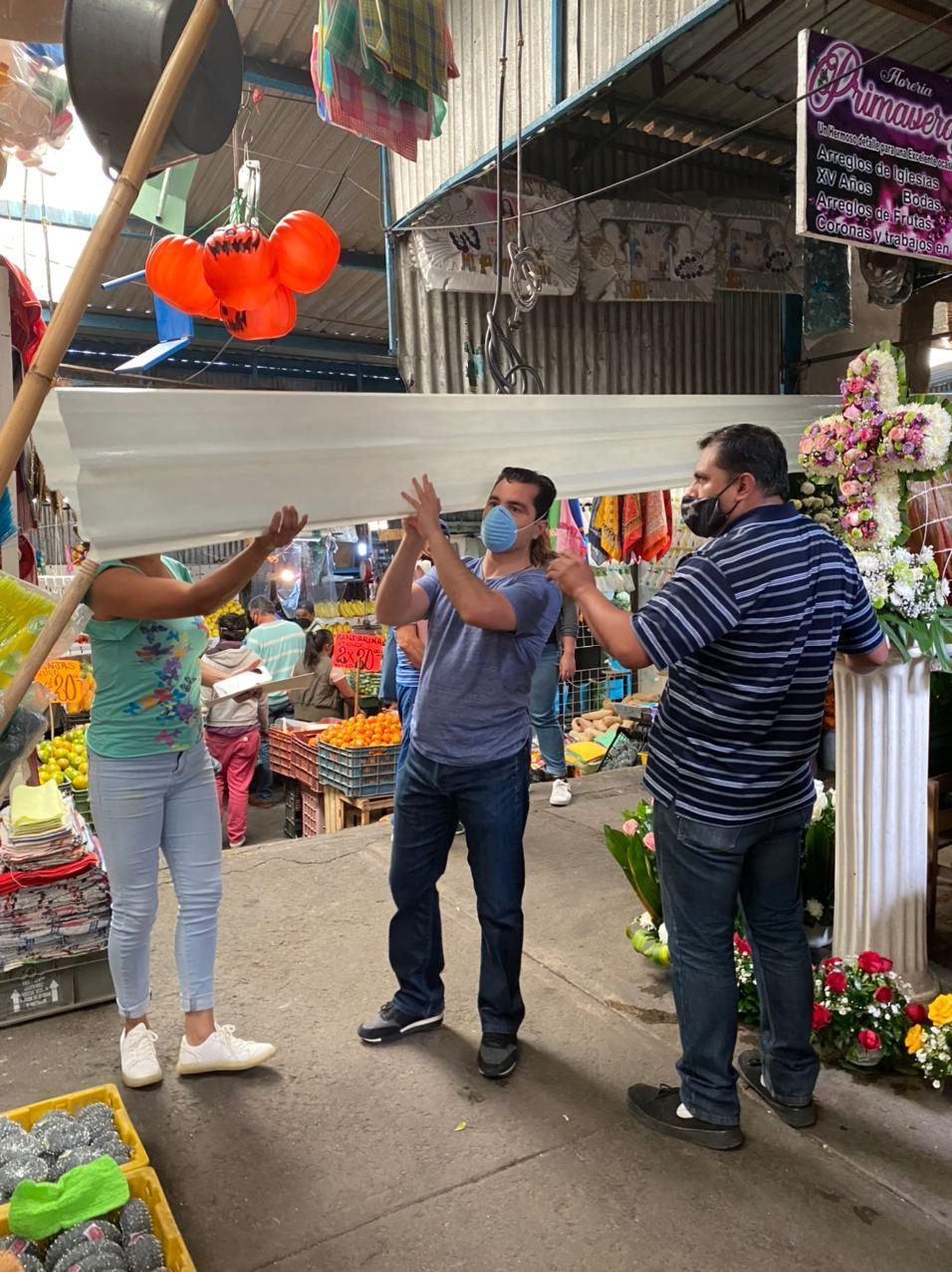 Chelo García hizo entrega apoyos al Mercado Emiliano Zapata