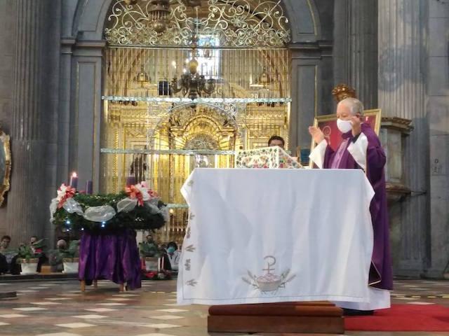 Pide Arzobispo de Puebla no celebrar festejos guadalupanos en la Basílica a fin de evitar contagios