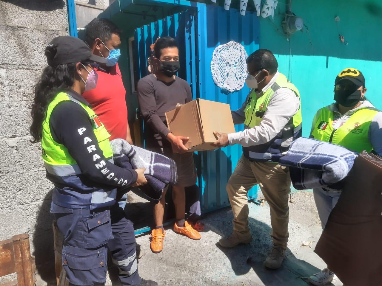 Entrega CEPC apoyos por temporada invernal a familias de Zitlaltepec.