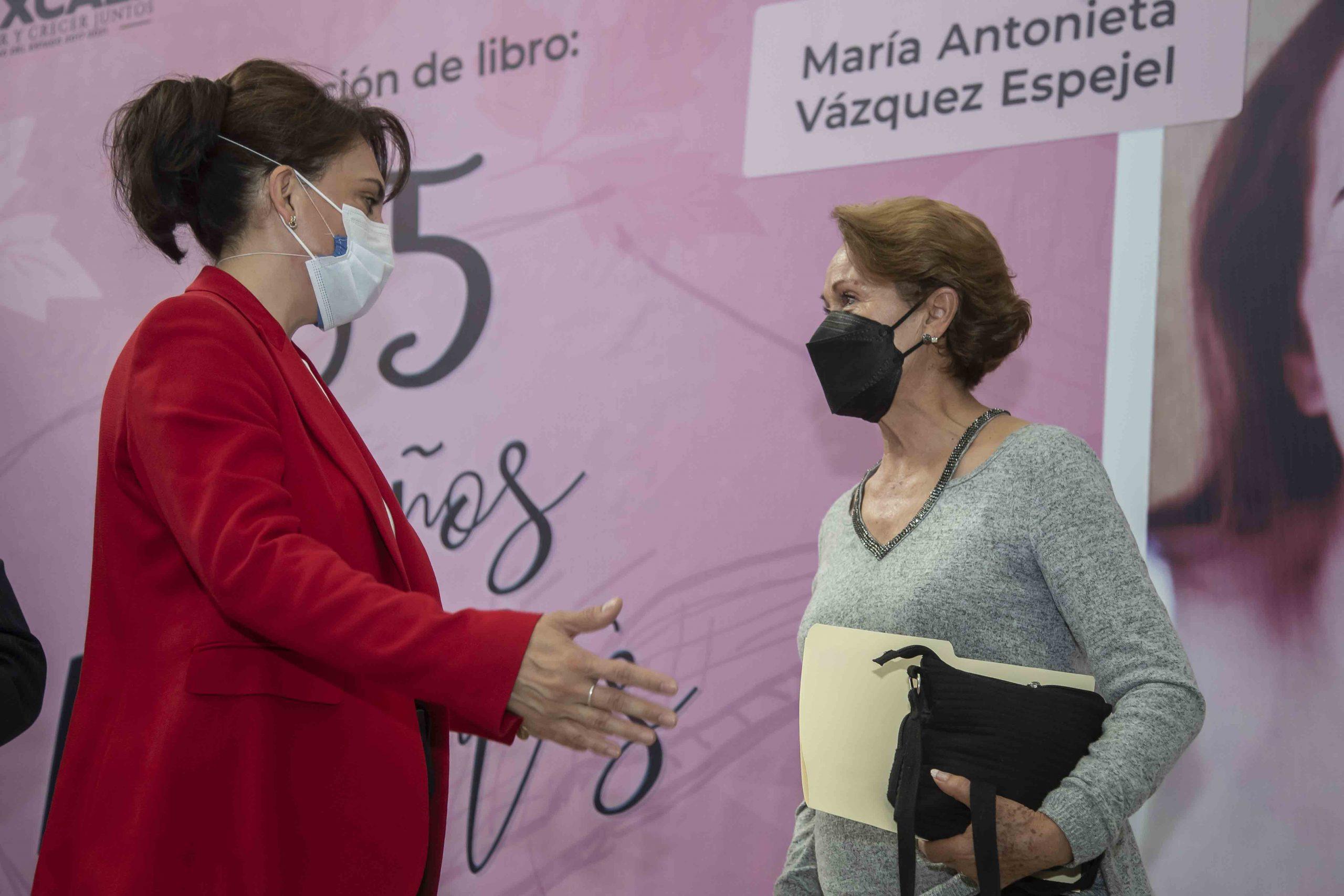 """Encabeza Sandra Chávez presentación del libro """"35 años Radiantes"""" de María Antonieta Vázquez Espejel."""