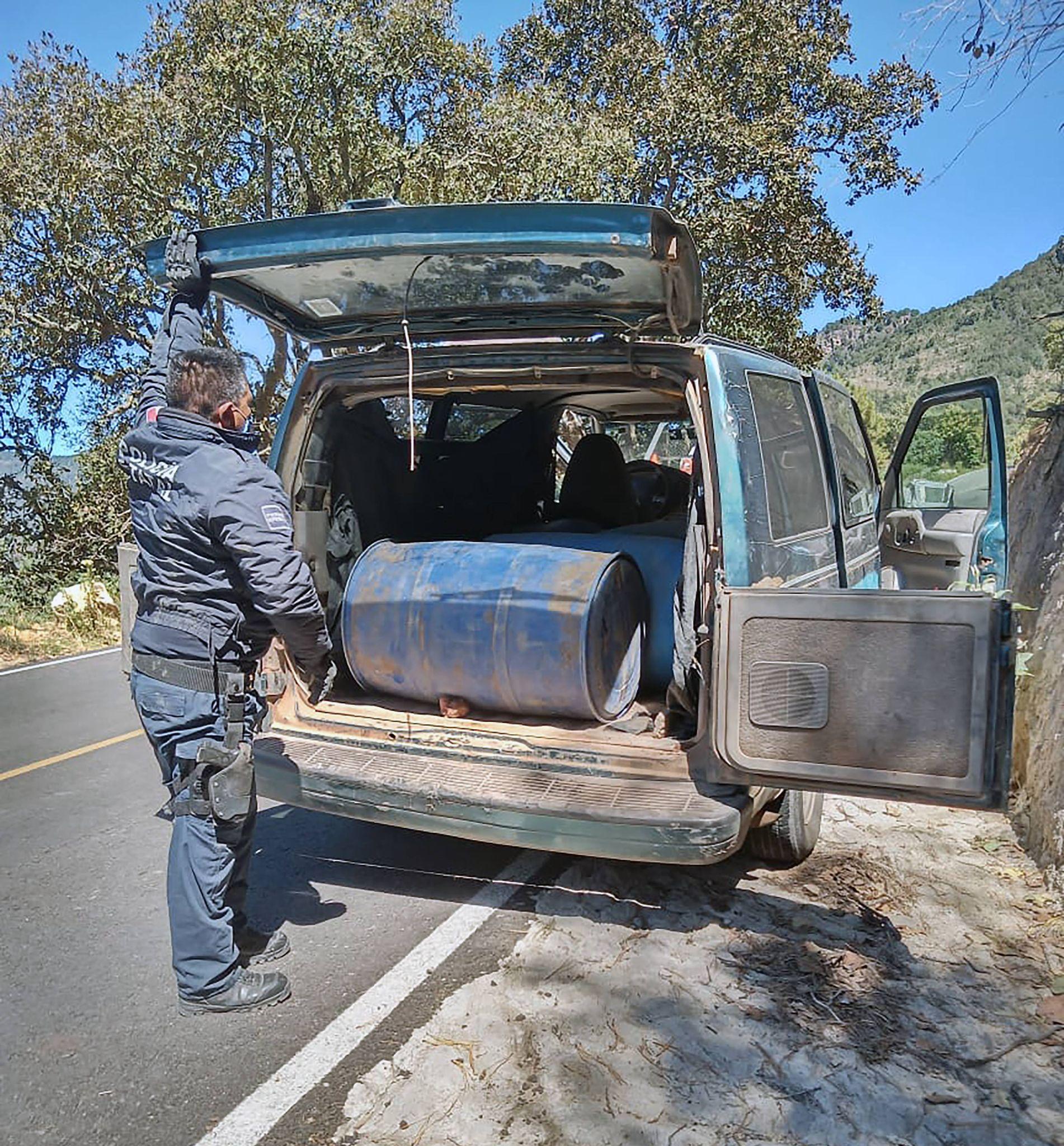 Desde Tlaxcala: SSC asegura una camioneta con hidrocarburo en Tlaxco