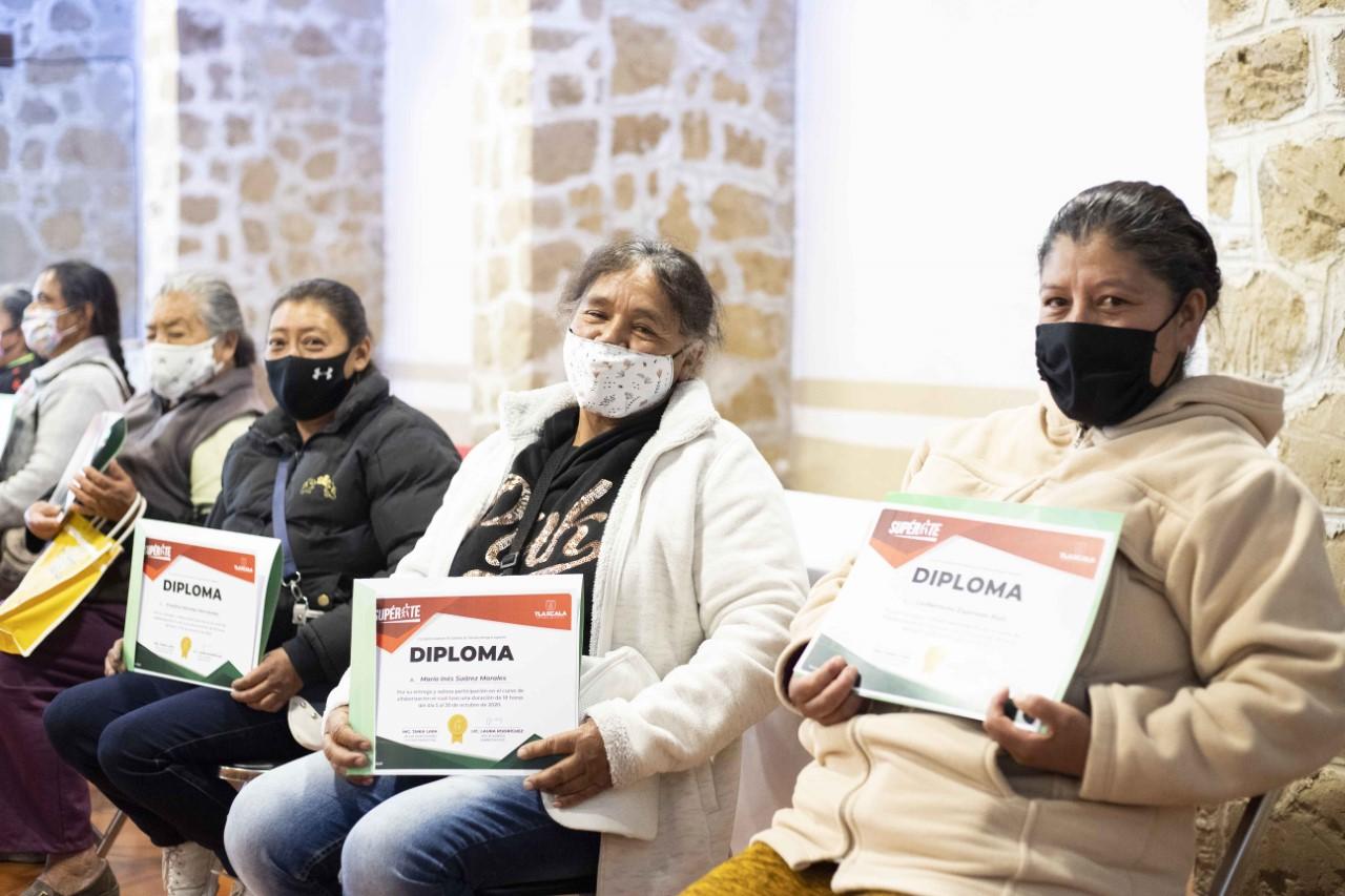 """Clausura """"Supérate"""" taller de alfabetización dirigido a beneficiarios"""