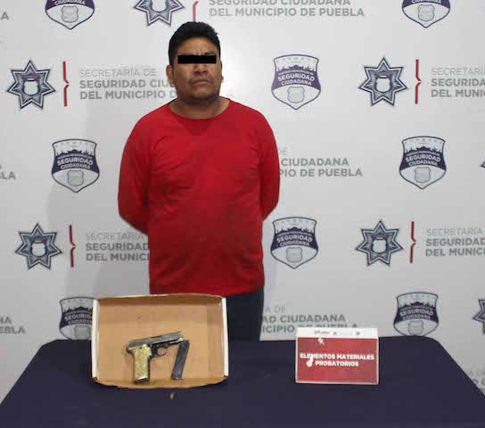 Detuvo policía municipal de Puebla a dos hombres por portación ilegal de arma de fuego