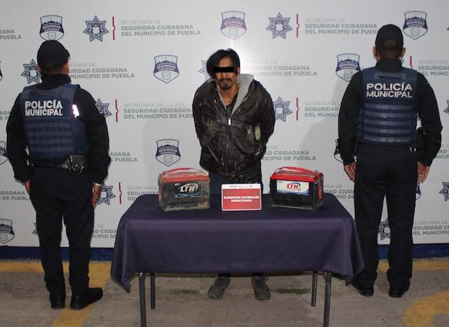 En combate al robo de autopartes, reportó policía municipal de Puebla la detención de tres probables asaltantes