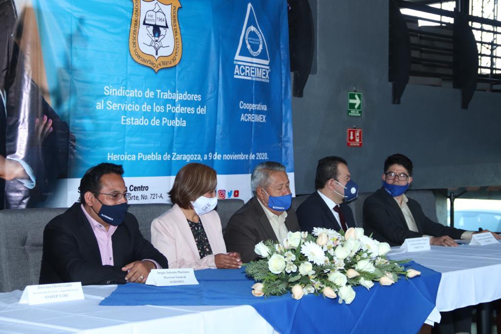 Virginia Meza Cruz firma convenio con la Cooperativa Acreimex