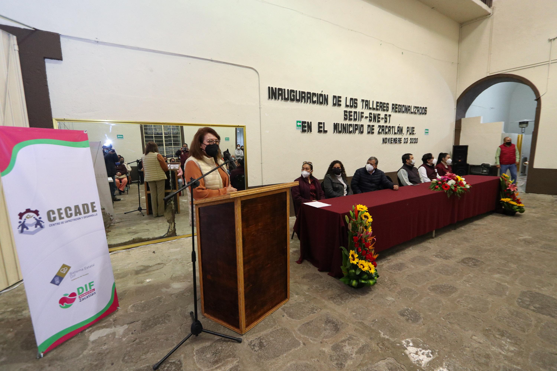 En Zacatlán, SEDIF pone en marcha la regionalización de talleres