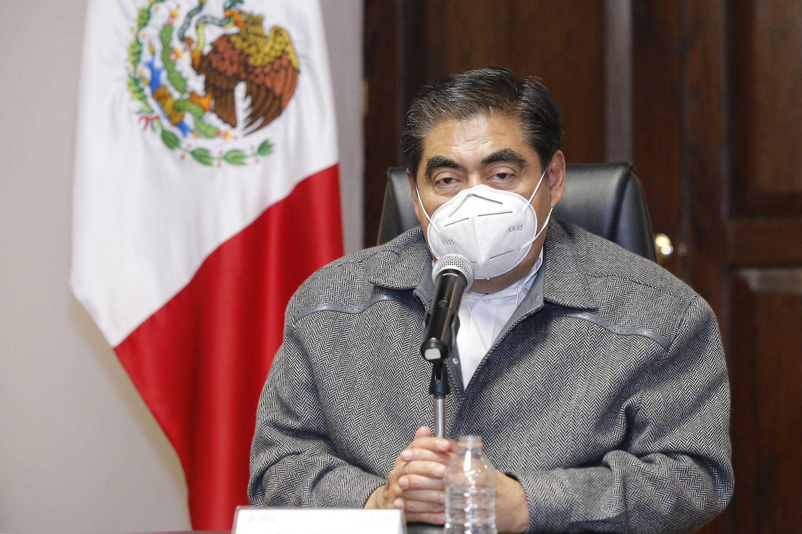"""Un esfuerzo torcido y desesperado la posible alianza entre PAN, PRI, PRD y """"Si por México"""", opina Miguel Barbosa Huerta."""