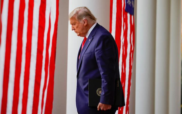 Bufetes de abogados se retiran de la pelea electoral de Donald Trump